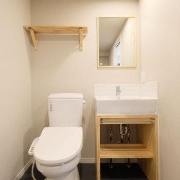 【イメージ】洗面台とトイレは隣り合わせ。その分、脱衣所が広いですよ。