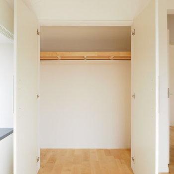 【イメージ】収納も扉は白で統一感があります。