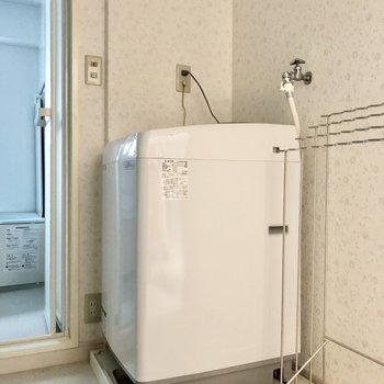 洗濯機置き場はちゃんと室内。