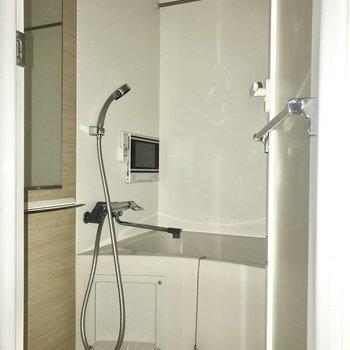 癒しのお風呂へ※写真は4階の反転間取り別部屋のものです