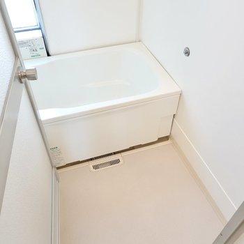 お風呂は少しレトロですが綺麗に改装済み。自動お湯はり機能が付いています。