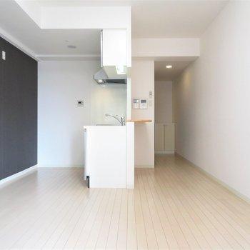 ペニンシュラ型のキッチン。いい眺めです(※写真は5階の同間取り別部屋のものです)