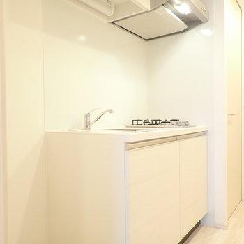 真っ白キッチン!(※写真は4階の同間取り別部屋のものです)