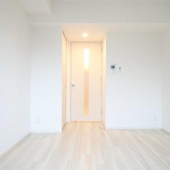 どんな家具でも合わせやすいですね。(※写真は4階の同間取り別部屋のものです)