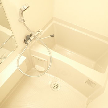 浴室乾燥機つき!(※写真は4階の同間取り別部屋のものです)