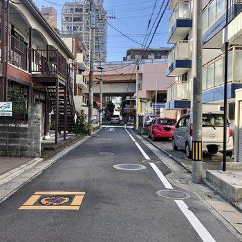 周辺は住宅地。高宮駅がすぐ近く。