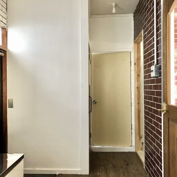 玄関からはすぐキッチン。ゆったりとした広さです。