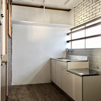 さて、キッチン。異国情緒溢れるキュートな空間です。