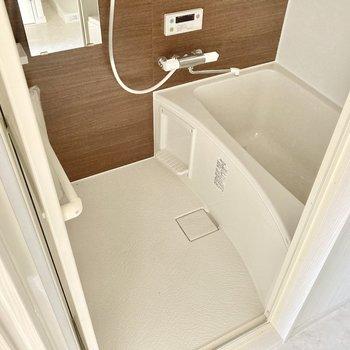 お風呂はしっかりサーモ水栓。しっかり広さもありました。