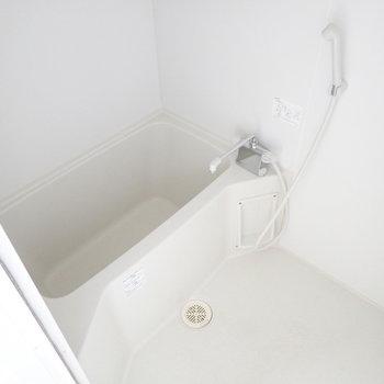 鏡はご用意くださいね。浴室乾燥機つき!