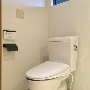 ウォシュレット付きのトイレもコチラに※写真は似た間取りの別部屋のものです