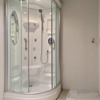 お風呂はシャワーです!※写真は似た間取りの別部屋のものです