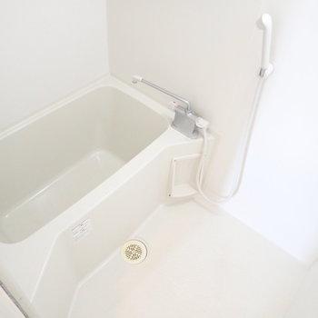 浴室乾燥機つき!鏡は必要であればご用意くださいね。