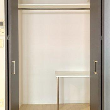 クローゼットはしっかりめの容量◎(※写真は3階の同間取り別部屋、清掃前のものです)