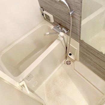 サーモ水栓だから温度調整らくらく♬(※写真は3階の同間取り別部屋、清掃前のものです)