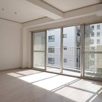 日当たりの良いお部屋で、家族団らんのときを過ごしませんか?(※写真は5階の反転間取り別部屋のものです)