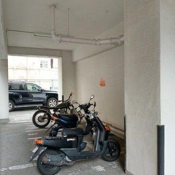 バイク置場と駐車場もあります!