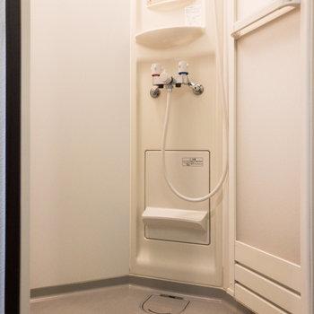浴室はシャワールームです。ゆったりとしたつくりですよ。