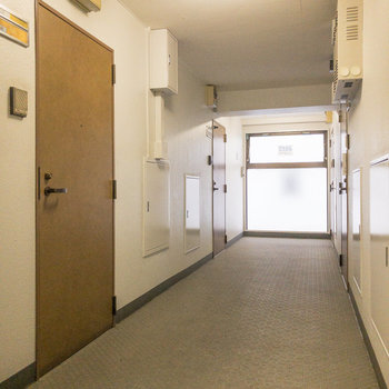 共用部です。今回紹介するお部屋は左奥に。