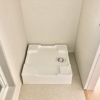 反対側には洗濯機置場。