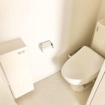 トイレは清潔感のあるオールホワイト!