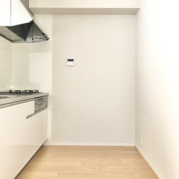 背後も冷蔵庫が置けるしっかりとしたスペースを確保済み。