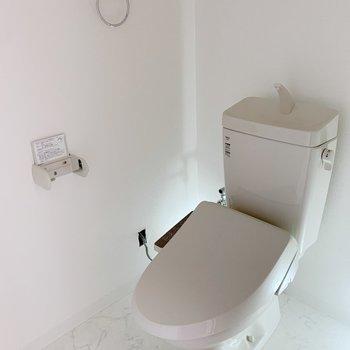 トイレにはタオル掛けもありますよ!