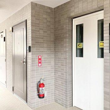 お部屋はエレベーターのすぐお隣。