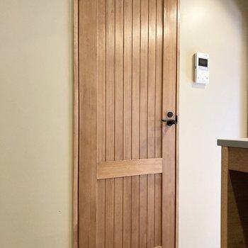 ドアもアンティーク感があって素敵。