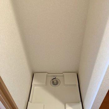 洗濯機置き場は扉開けてすぐの場所にありました。
