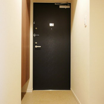 玄関横にシューズクローゼットあります(※写真は4階の反転間取り別部屋のものです)