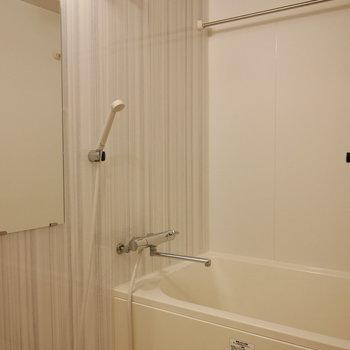 お風呂は浴室乾燥機付き!(※写真は4階の反転間取り別部屋のものです)