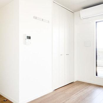 【洋室】お部屋に溶け込んでいるクローゼット