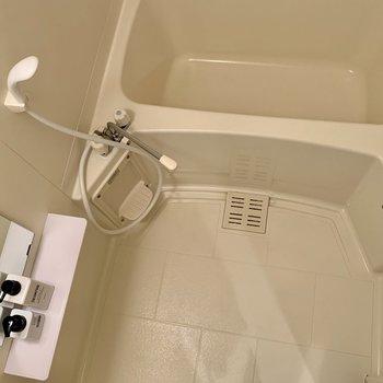 お風呂場広すぎず、狭すぎないちょうどいい広さ(※写真は別部屋のものです)