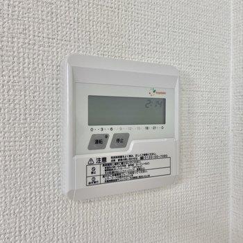 なんとこのお部屋床暖房つきなんですよ!寒い時期にかなり重宝しそうです。