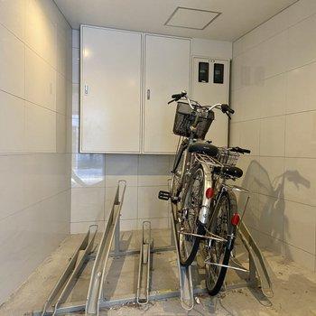 駐輪場は屋内空間になっているので濡れて傷むのも防げますよ。