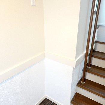 冷蔵庫置場は階段側に。コンパクトな冷蔵庫なら置けそうです。