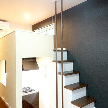 階段の上にはロフトが!