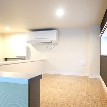 広さは2.2帖と寝室にピッタリ。床の模様も素敵ですね!