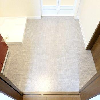 ここも床が個性的〜!ひとりならかなりゆったりと使える広さです。