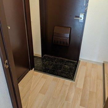 玄関スペースはゆとりがあります。身支度がしやすそうです。