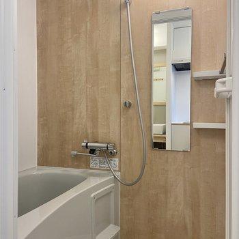 浴室も木目調でなんだか落ち着く……。※写真は前回募集時のもの