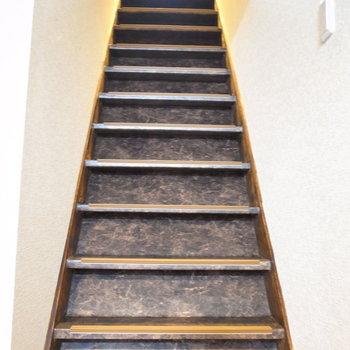 では2階へ!階段は急なのでご注意を。