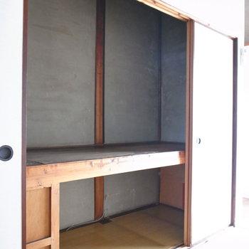 【和室6帖】こちらの押入れもかなり大きめです。ふたり分の荷物も大丈夫そう。