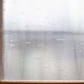 窓はレトロなものをそのまま使っています!