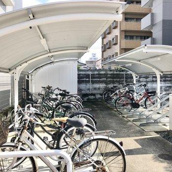 自転車も雨に濡れないように置けます。