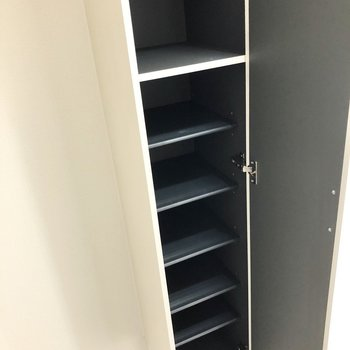 シューズボックスは少しコンパクトめ・・・追加で置くタイプのものを買ってもいいかも!(※写真は3階同間取り別部屋のものです)
