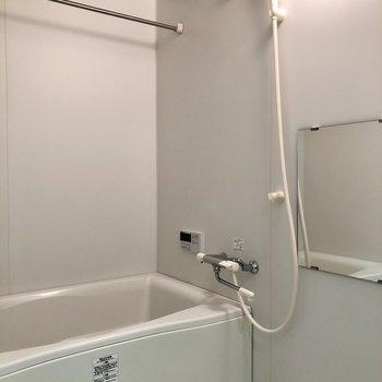 追焚・浴室乾燥機も付いているお風呂!(※写真は3階同間取り別部屋のものです)