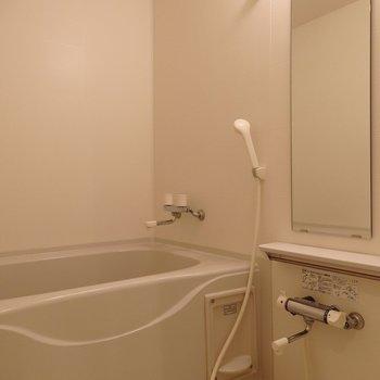 バストイレ別ですよ〜(※写真は5階の反転間取り別部屋のものです)