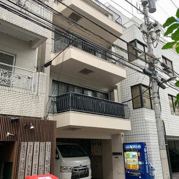 5階建のRCマンション。